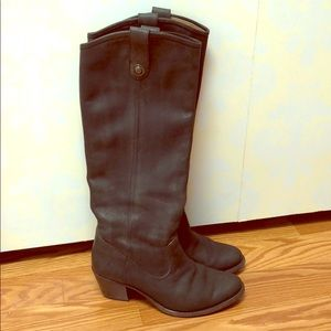 Fry black nubuck leather boots with small heel